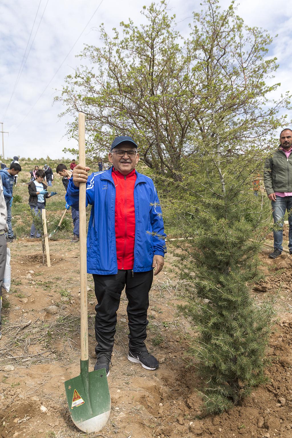 Büyükkılıç Orman Yangınlarına Meydan Okudu, 38 Bin Fidan Bağışladı