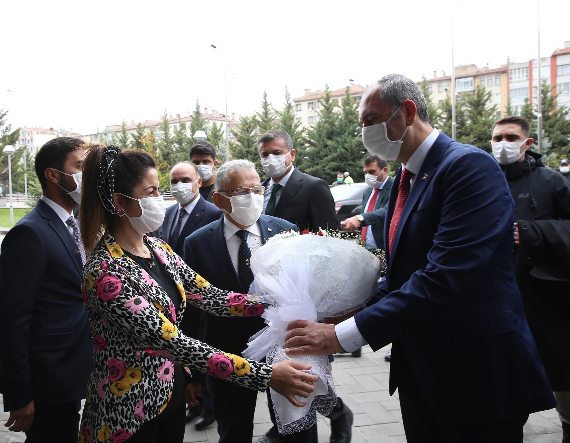 Adalet Bakanı Gül, Büyükşehir'i Ziyaret Etti, Büyükkılıç'tan Övgüyle Bahsetti