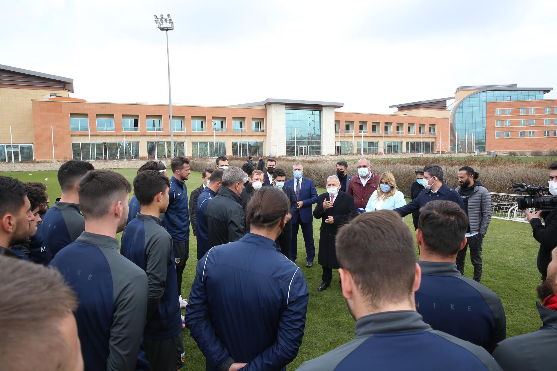 Başkan Büyükkılıç Kayserispor'da