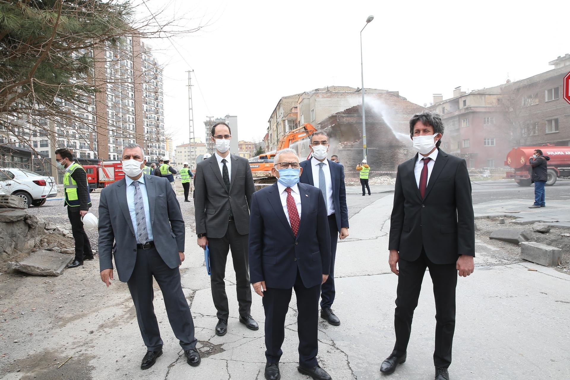 Başkan Büyükkılıç, Sahabiye'de İkinci Etabın Yıkımını Başlattı