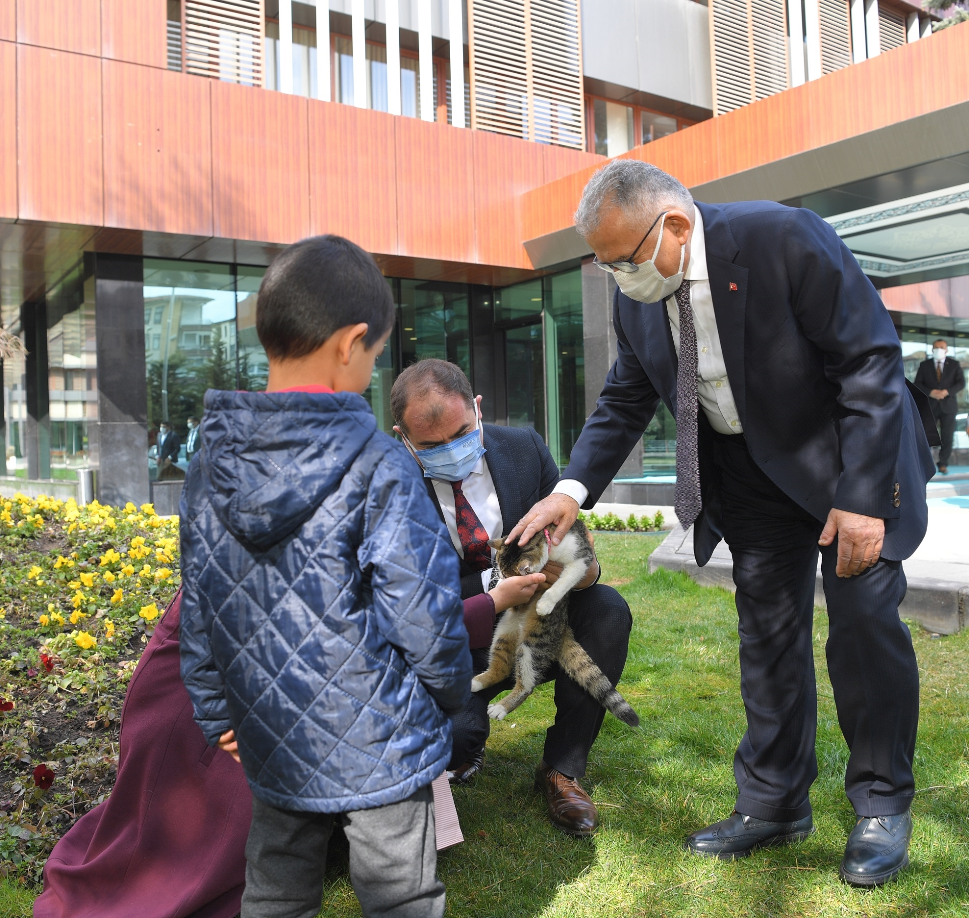 """Başkan Büyükkılıç'tan Otizmli Ayşe Nisa'ya """"Kedi"""" Sürprizi"""