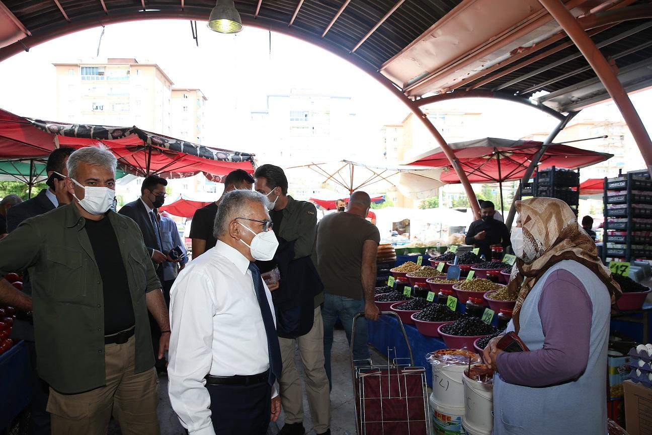 Başkan Büyükkılıç, Belsin Semt Pazarı'nda Esnaf ve Vatandaşları Dinledi