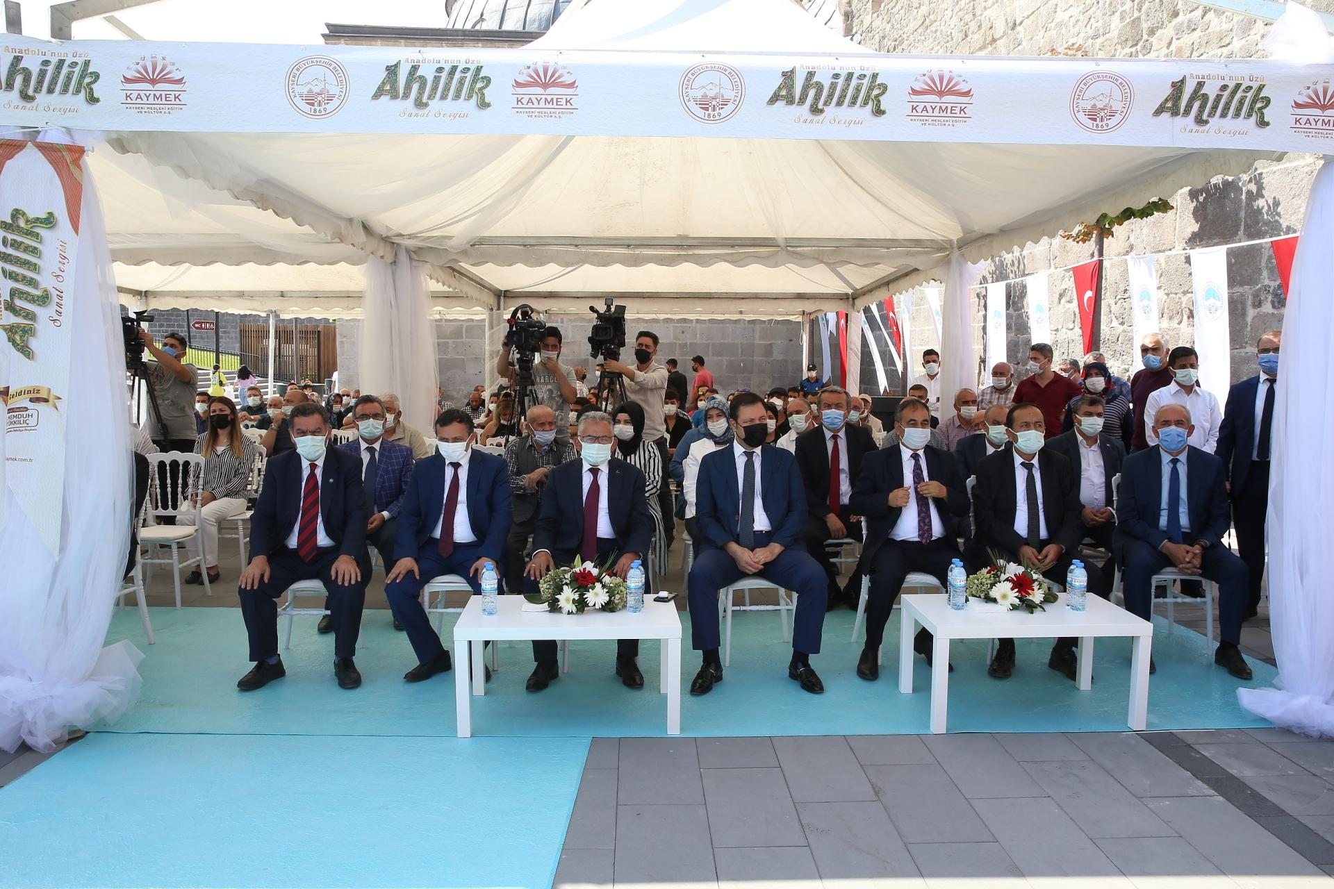 Başkan Büyükkılıç, Anadolu'nun Özü Ahilik Sanat Sergisi'ni Açtı