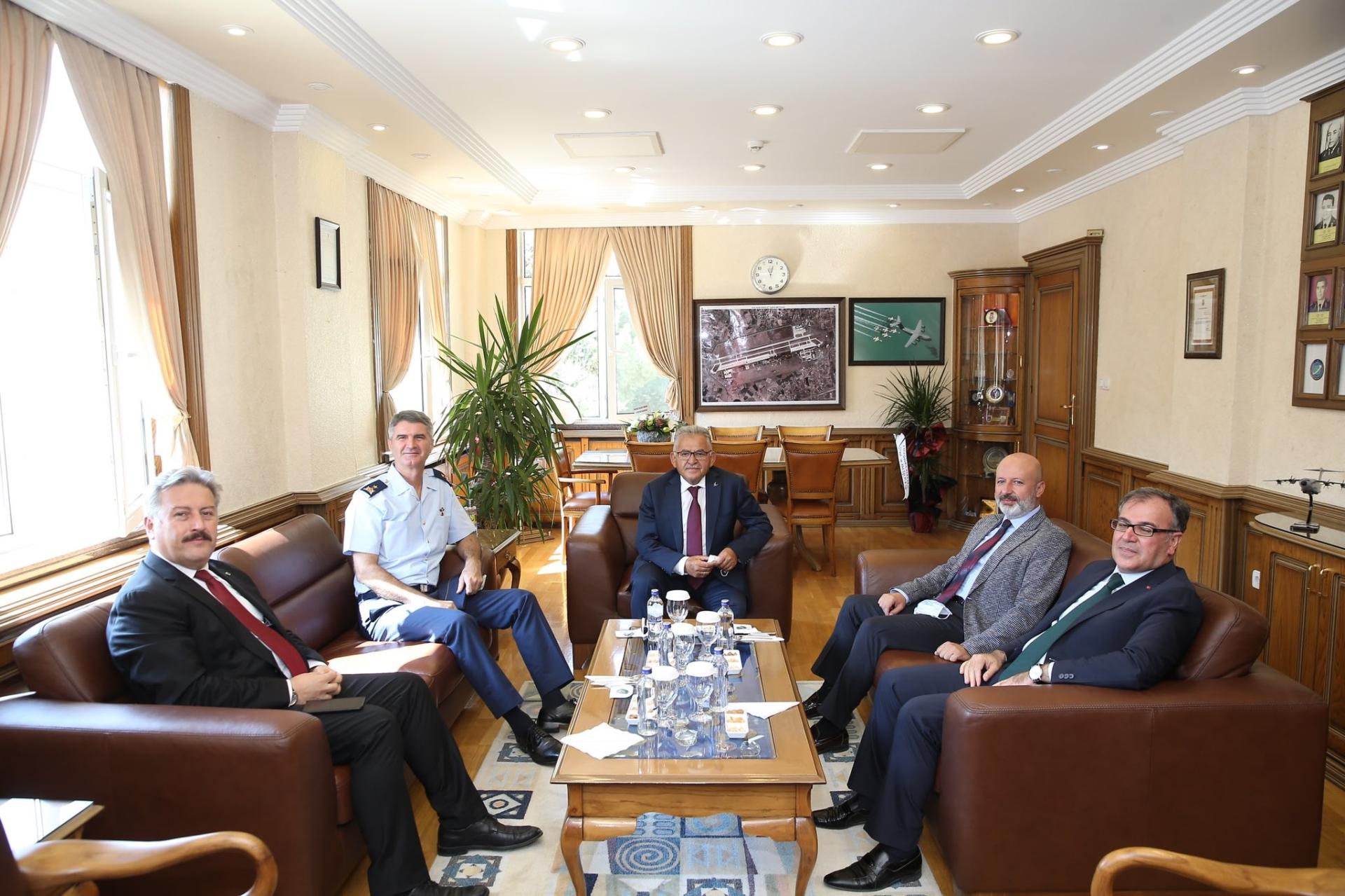 Başkan Büyükkılıç'tan Komutanlara 'Hayırlı Olsun' ve 'Taziye' Ziyaretleri