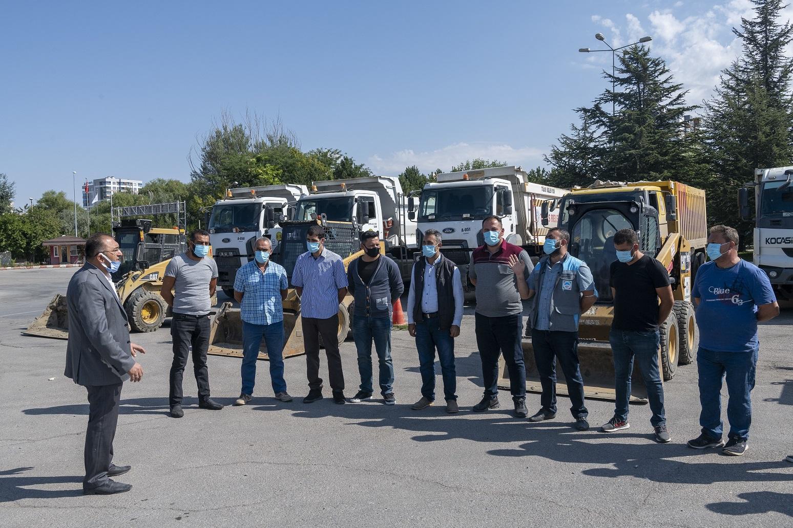 Kayseri Büyükşehir ve İlçe Belediyeleri, Afet Bölgesi Bozkurt'ta Yaraları Sardı